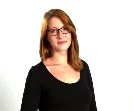 Bernadette Seiler berät Jobsuchende im Hinblick auf die perfekte Bewerbung.