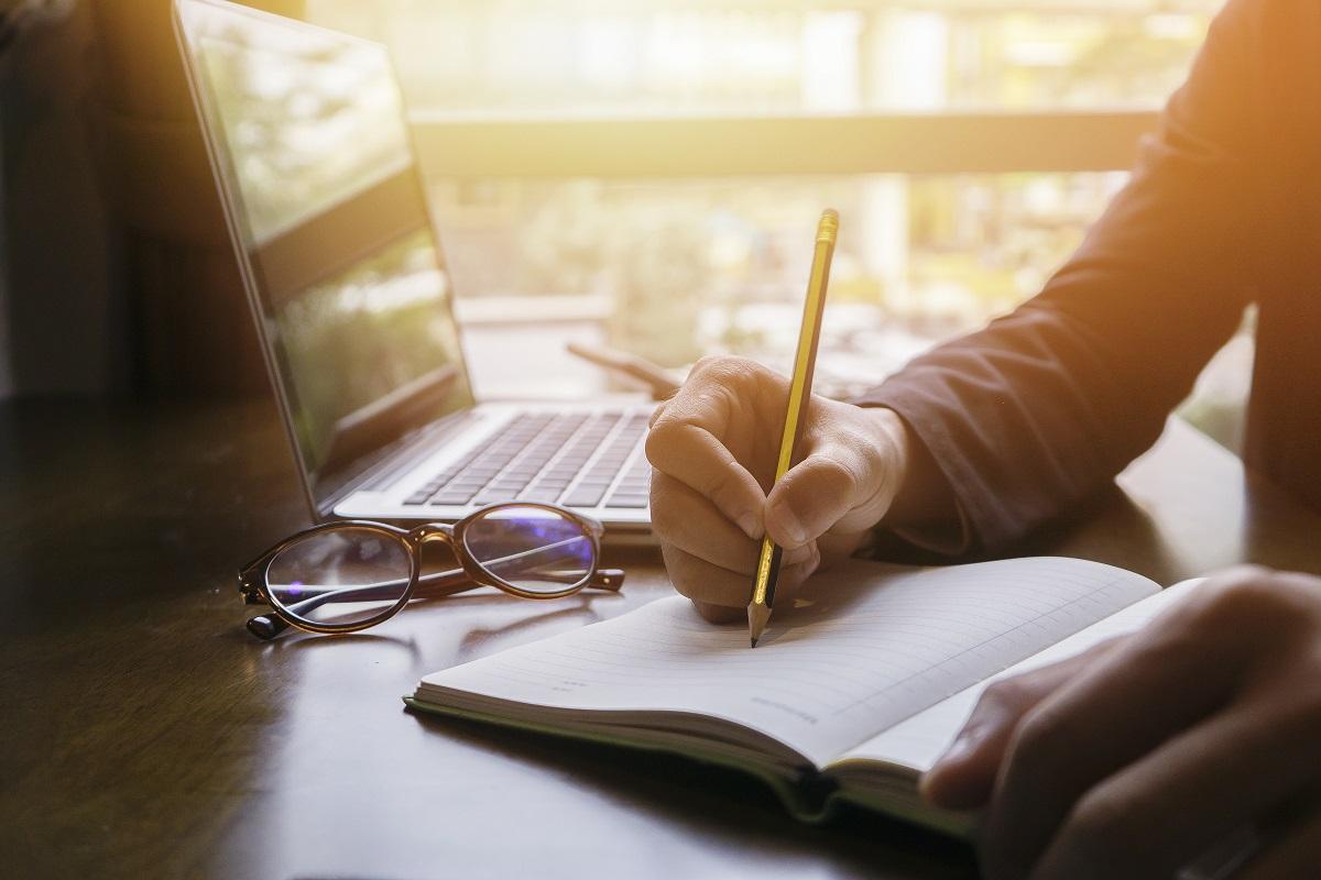 Schreibender Mensch